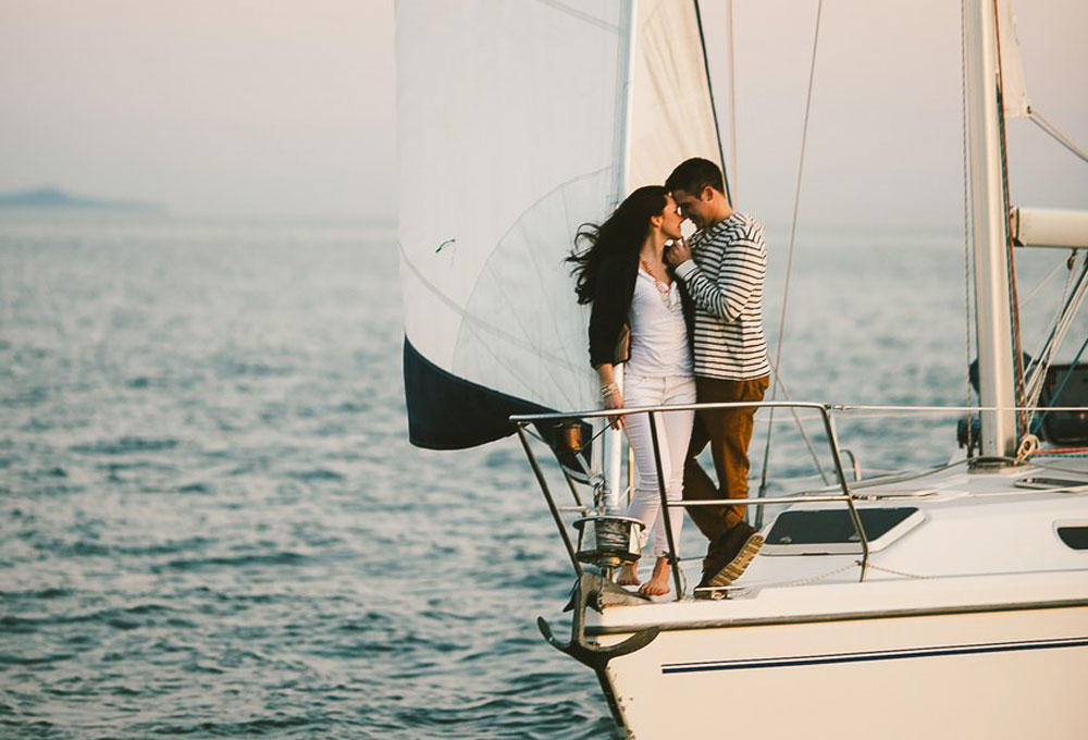Celebrate Valentines Day on a Yacht in Mumbai