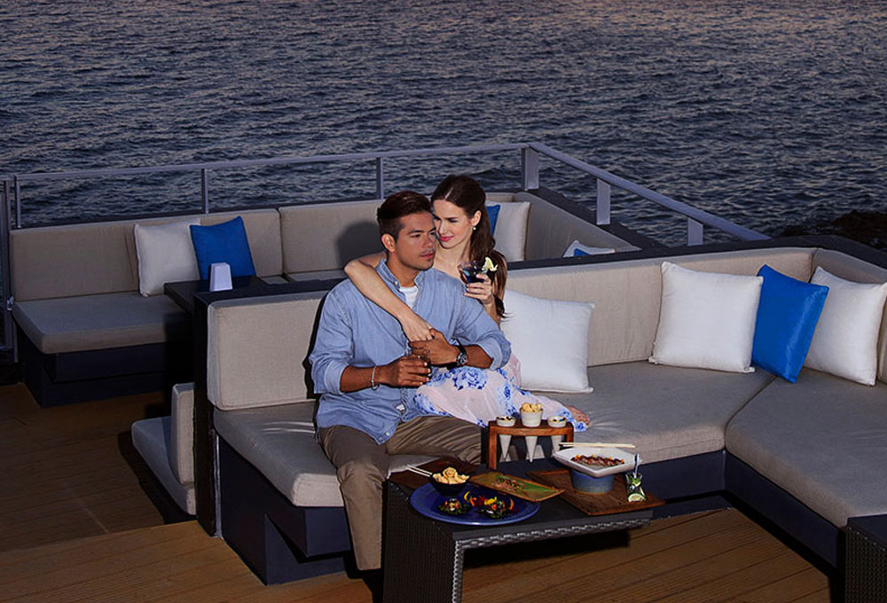 Dinner Date on a Yacht in Mumbai